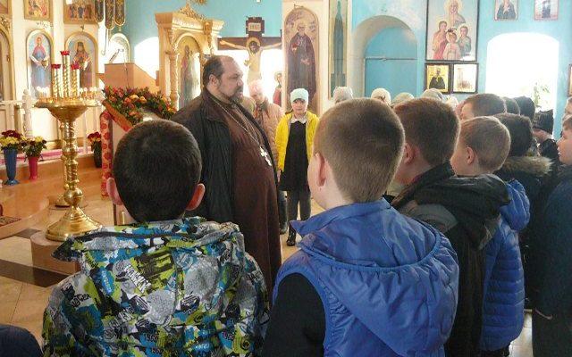 Священник Александр Рысин провел экскурсию для школьников общеобразовательной школы №1 города Городище.